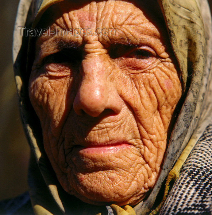 turkey544: Agri province, Eastern Anatolia, Turkey: face of an old Kurdish woman with the Islamic scarf - photo by W.Allgöwer - (c) Travel-Images.com - Stock Photography agency - Image Bank
