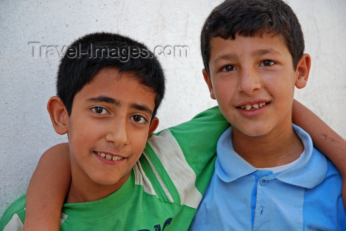 turkey562: Urfa / Edessa / Sanliurfa, Southeastern Anatolia, Turkey: friends - photo by W.Allgöwer - (c) Travel-Images.com - Stock Photography agency - Image Bank