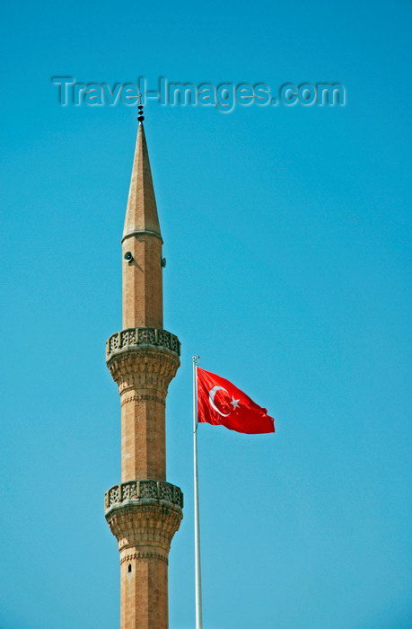 turkey563: Urfa / Edessa / Sanliurfa, Southeastern Anatolia, Turkey: minaret of the Great mosque and Turkish flag -Ulu Cami - photo by W.Allgöwer - (c) Travel-Images.com - Stock Photography agency - Image Bank