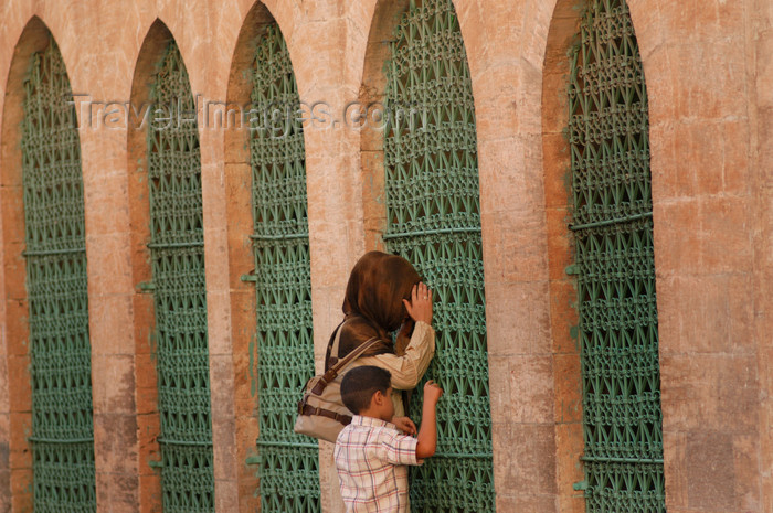 turkey578: Urfa / Edessa / Sanliurfa, Southeastern Anatolia, Turkey: curiosity - photo by J.Wreford - (c) Travel-Images.com - Stock Photography agency - Image Bank