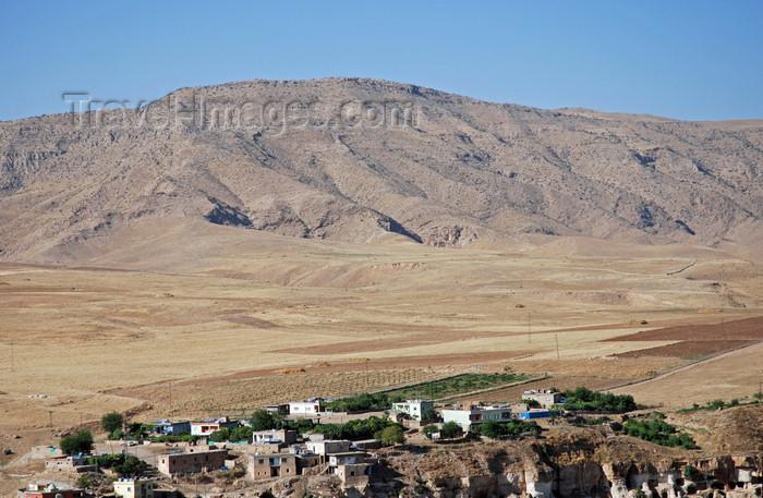 turkey605: Hasankeyf / Heskif, Batman Province, Southeastern Anatolia, Turkey: hills and the the Mesopotamian plain - photo by W.Allgöwer - (c) Travel-Images.com - Stock Photography agency - Image Bank