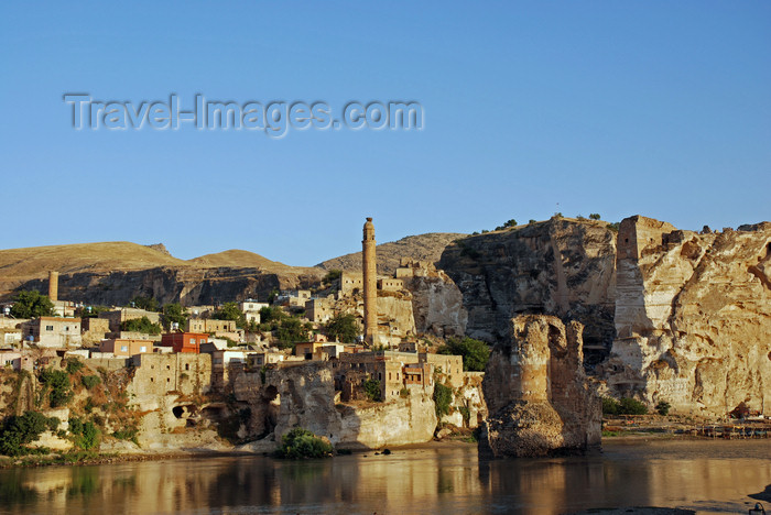 turkey606: Hasankeyf / Heskif, Batman Province, Southeastern Anatolia, Turkey: the town reflected on the river tigris - photo by W.Allgöwer - (c) Travel-Images.com - Stock Photography agency - Image Bank