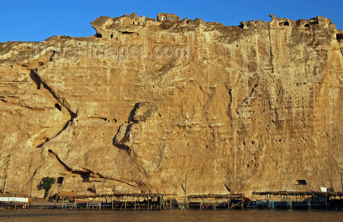 turkey611: Hasankeyf / Heskif, Batman Province, Southeastern Anatolia, Turkey: stairs and caves carved on the limestone cliff rising vertically above the river Tigris - photo by W.Allgöwer - (c) Travel-Images.com - Stock Photography agency - Image Bank