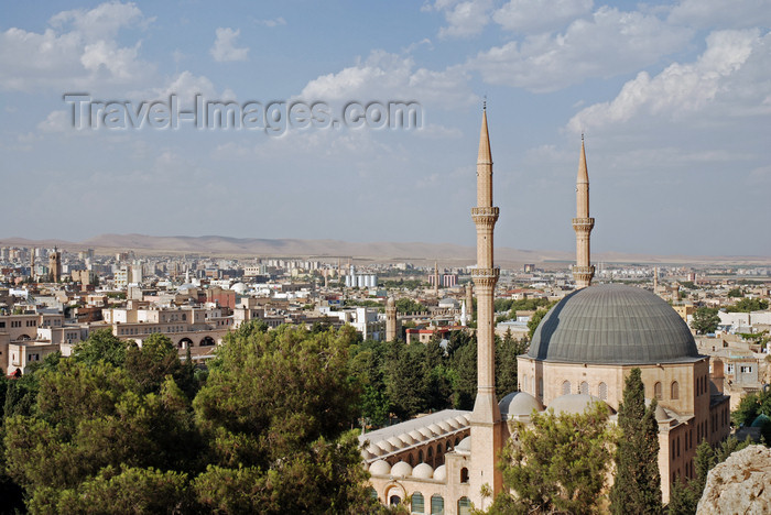 turkey80: Urfa / Edessa / Sanliurfa, Southeastern Anatolia, Turkey: Great Mosque, built in the XII century and city panorama - Ulu Cami - photo by W.Allgöwer - (c) Travel-Images.com - Stock Photography agency - Image Bank