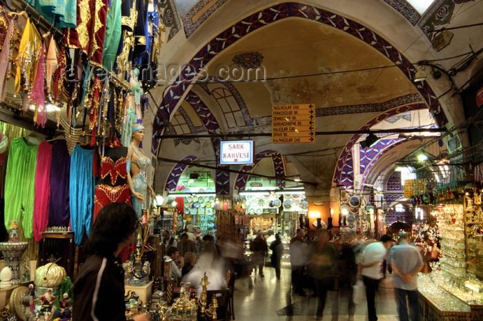 turkey84: Istanbul, Turkey: at the Grand Bazaar - Kapali Çarsi - photo by J.Wreford - (c) Travel-Images.com - Stock Photography agency - Image Bank