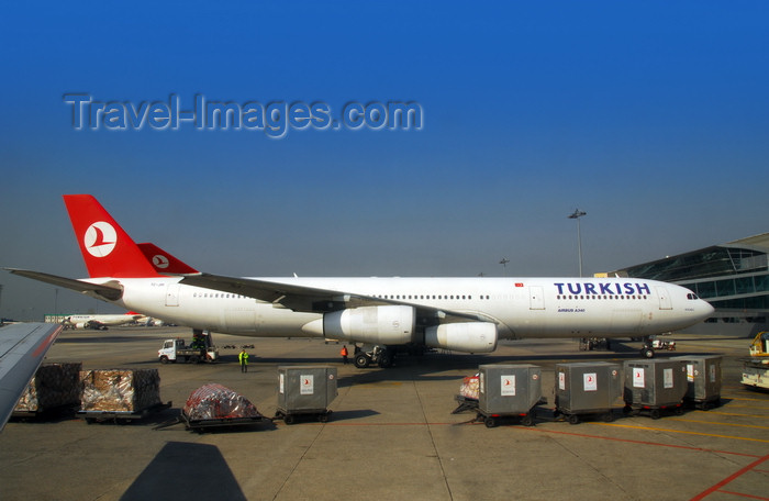 turkey87: Istanbul, Turkey: ULD air freight containers and Turkish Airlines Airbus A340-313X Kocaeli TC-JIH cn-270- Atatürk-International-Airport - photo by M.Torres - (c) Travel-Images.com - Stock Photography agency - Image Bank