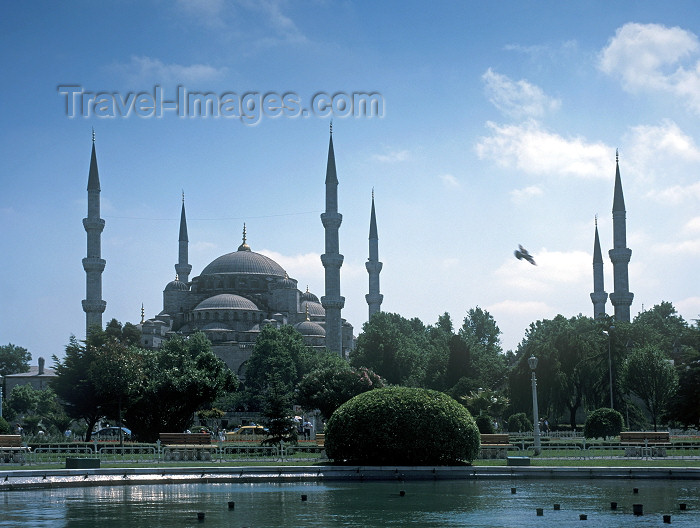 turkey88: Istanbul, Turkey: the Blue Mosque - Sultan Ahmet Camii - Sultan Ahmet Square  - Eminönü District - photo by V.Sidoropolev - (c) Travel-Images.com - Stock Photography agency - Image Bank