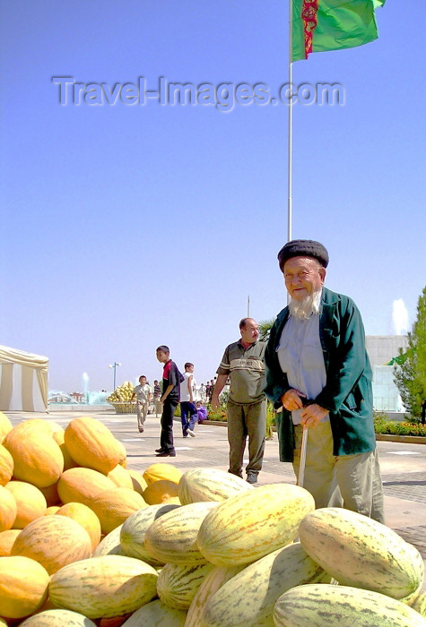 turkmenistan20: Turkmenistan - Ashghabat / Ashgabat / Ashkhabad / Ahal / ASB: melon day - old man and pile of melons - national holiday - fruit - photo by Karamyanc - (c) Travel-Images.com - Stock Photography agency - Image Bank