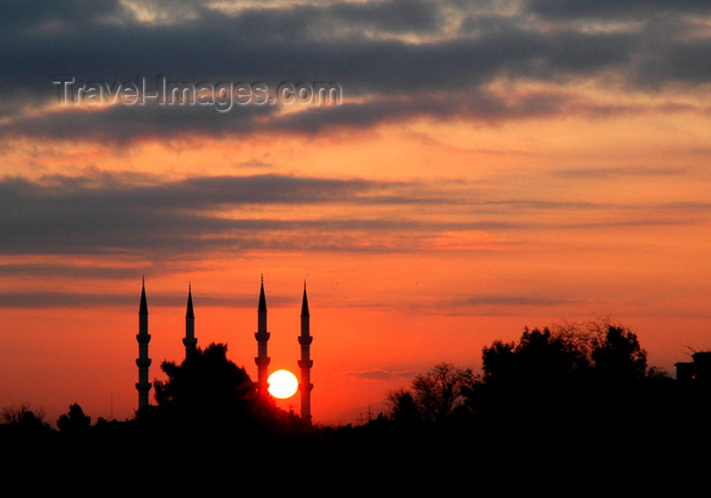 turkmenistan36: Turkmenistan - Ashghabat: minarets at sunset - Süleyman Demirel Mosque - silhouette - red sky - photo by G.Karamyanc - (c) Travel-Images.com - Stock Photography agency - Image Bank