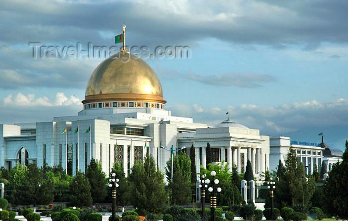 turkmenistan61: Turkmenistan - Ashghabat / Ashgabat / Ashkhabad / Ahal / ASB: the Palace built for  the Turkmenbashi, president Saparmurat Niyazov - tourist attraction - Independence square - photo by G.Karamyanc   - (c) Travel-Images.com - Stock Photography agency - Image Bank