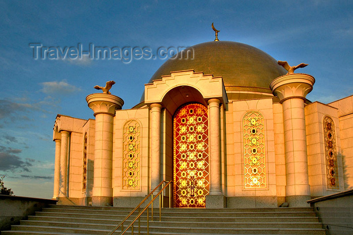 turkmenistan62: Turkmenistan - Ashgabat: annex to the Kipchak Mosque - mausoleum with the remains of Saparmurat Turkmenbashi's parents and brothers - photo by G.Karamyanc - (c) Travel-Images.com - Stock Photography agency - Image Bank