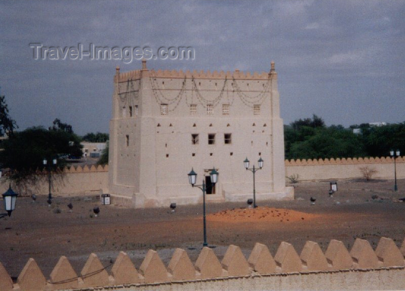 uaead6: El-Ayn / AAN, Aub-Dhabi, UAE: Al Murabbaa fort - - courtyard and tower - built in 1948 by Sheikh Zayed Bin Sultan Al Nahyan - photo by M.Torres - (c) Travel-Images.com - Stock Photography agency - Image Bank