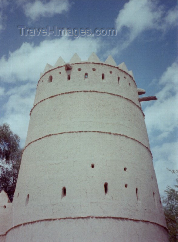 uaead7: UAE - Al-Ayn (Abu Dhabi): white tower at Sheikh Sultan bin Zayed Al Nahyan Fort / Eastern fort - photo by M.Torres - (c) Travel-Images.com - Stock Photography agency - Image Bank