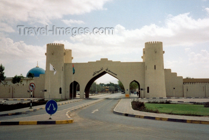 uaead8: Al Ain / Al-Ayn, Abu Dhabi, UAE: city gate with mock defensive towers - photo by M.Torres - (c) Travel-Images.com - Stock Photography agency - Image Bank