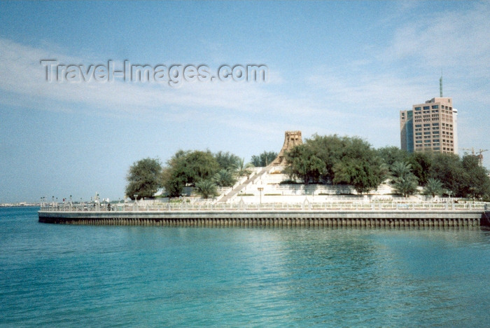 uaead9: UAE - Abu Dhabi / Abu Dabi: the corniche - Volcano Fountain - demolished in 2004 - Persian Gulf - photo by M.Torres - (c) Travel-Images.com - Stock Photography agency - Image Bank