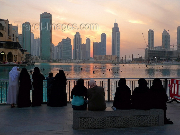 uaedb1: Dubai, UAE: Skyscrapers skyline - people watching - photo by J.Kaman - (c) Travel-Images.com - Stock Photography agency - Image Bank