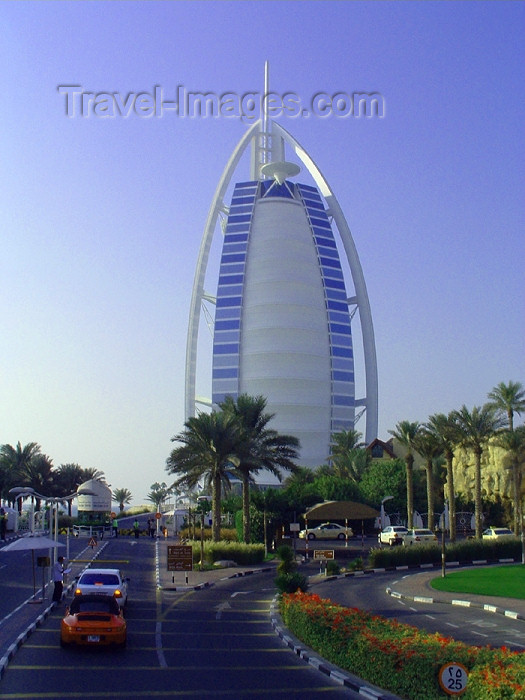uaedb13: UAE - Jumeirah (Dubai): Burj Al Arab hotel - architect Tom Wright - photo by Llonaid - (c) Travel-Images.com - Stock Photography agency - Image Bank