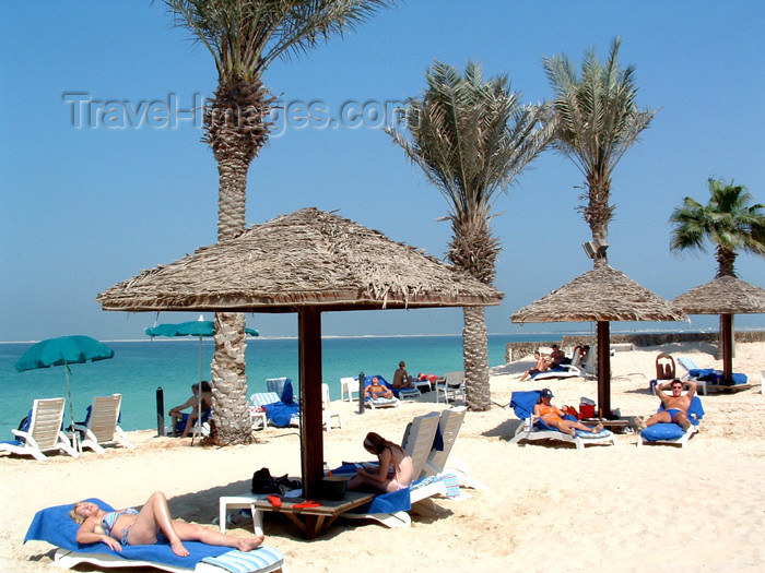uaedb22: the Emirates - UAE - Jumeirah: on the beach - parasol - photo by Llonaid - (c) Travel-Images.com - Stock Photography agency - Image Bank