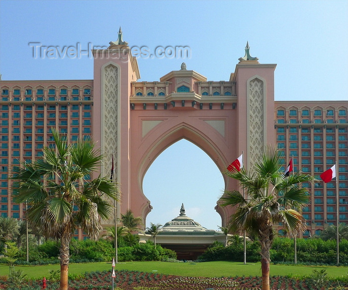 uaedb39: Jumeirah, Dubai, UAE: Hotel Atlantis, the Palm, resort on the an manmade island of Palm Jumeirah - WATG architects - photo by J.Kaman - (c) Travel-Images.com - Stock Photography agency - Image Bank