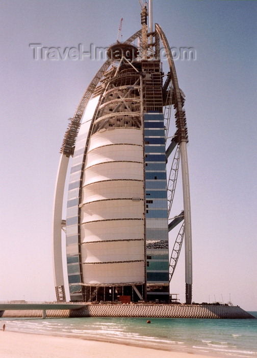 uaedb6: UAE - Jumeirah: Burj Al Arab hotel under construction - the world's only 7 star hotel - design: W.S. Atkins and Partners - photo by M.Torres - (c) Travel-Images.com - Stock Photography agency - Image Bank