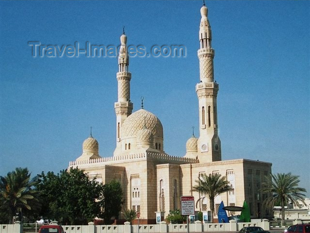 uaedb9: UAE - Jumairah: mosque - Fatimid tradition - masjid - photo by F.Hoskin - (c) Travel-Images.com - Stock Photography agency - Image Bank