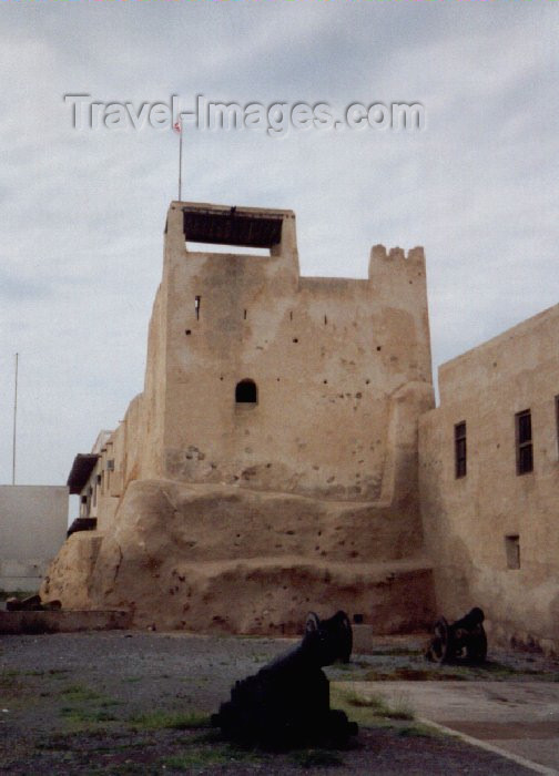 uaerk1: UAE - Ras al Khaimah / Ras al Khaymah / RKT : museum - watch tower of the former home of the ruling family - mud brick structure - photo by M.Torres - (c) Travel-Images.com - Stock Photography agency - Image Bank