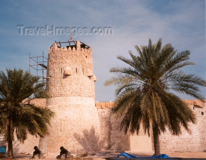 uaeuq1: UAE - Umm Al-Quaim / UAQ / Umm Al Quwain / Umm al Qaiwain / QIW :  Fortress - Al Hason road - entrance to the old town - photo by M.Torres - (c) Travel-Images.com - Stock Photography agency - Image Bank