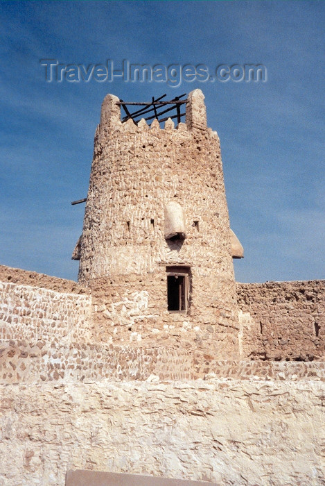 uaeuq3: UAE - Umm Al-Quaim / UAQ / Umm Alquwain / Umm al Qaiwain / QIW :  the fort - tower - Umm Al Quwain Museum - photo by M.Torres - (c) Travel-Images.com - Stock Photography agency - Image Bank