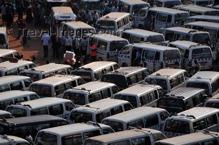 uganda130: Kampala, Uganda: share taxi chaos - Old Taxi Park - chaotic aglomeration of matatu share taxis - photo by M.Torres - (c) Travel-Images.com - Stock Photography agency - Image Bank