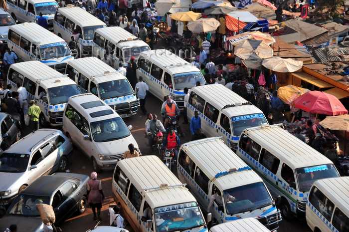 uganda132: Kampala, Uganda: African city traffic - Burton street fraffic from above - share taxis and sellers - Old Taxi Park - chaotic aglomeration of matatu share taxis - photo by M.Torres - (c) Travel-Images.com - Stock Photography agency - Image Bank