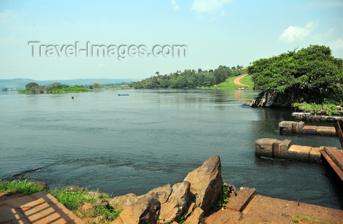uganda150: Jinja, Uganda: ruins of the old bridge to Daru at the source of the Nile river, lake Victoria on the left - photo by M.Torres - (c) Travel-Images.com - Stock Photography agency - Image Bank