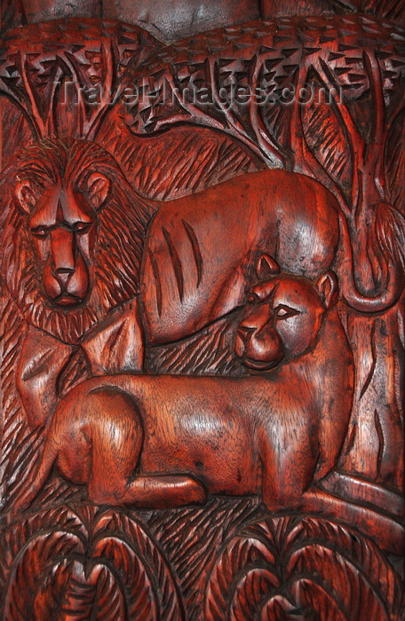 uganda167: Entebbe, Wakiso District, Uganda: wood bas-relief displaying a lion and lioness resting in the African savannah under acacia trees - photo by M.Torres - (c) Travel-Images.com - Stock Photography agency - Image Bank