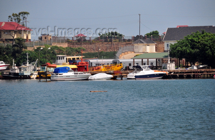 uganda179: Entebbe, Wakiso District, Uganda: small marina on Lake Victoria - notice the train cars used as support installations, Manyago area - photo by M.Torres - (c) Travel-Images.com - Stock Photography agency - Image Bank