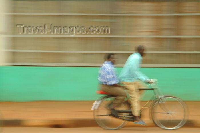 uganda22: Uganda - Misindi district - bike - Ugandan life (photo by Jordan Banks) - (c) Travel-Images.com - Stock Photography agency - Image Bank