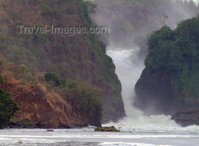 uganda27: Uganda - Murchison Falls - Rakai District: by the water - Nile (photo by Jordan Banks) - (c) Travel-Images.com - Stock Photography agency - Image Bank