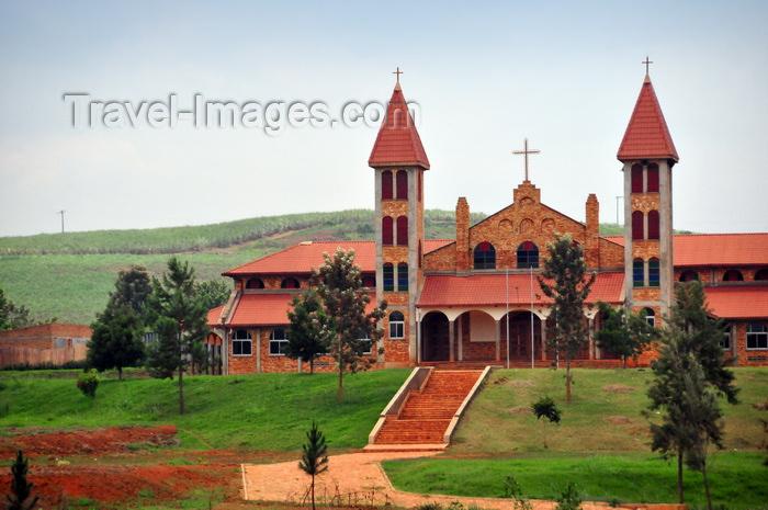 uganda29:  Lugazi / Kawolo, Buikwe District, Uganda: Our Lady Queen of Peace Cathedral - Roman Catholic - diocese of Lugazi - photo by M.Torres - (c) Travel-Images.com - Stock Photography agency - Image Bank
