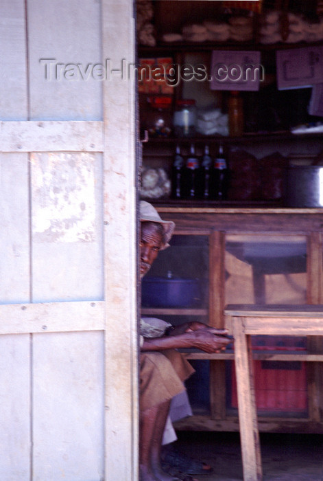 uganda34: Uganda - Fort Portal - old man in a bar - photos of Africa by F.Rigaud - (c) Travel-Images.com - Stock Photography agency - Image Bank