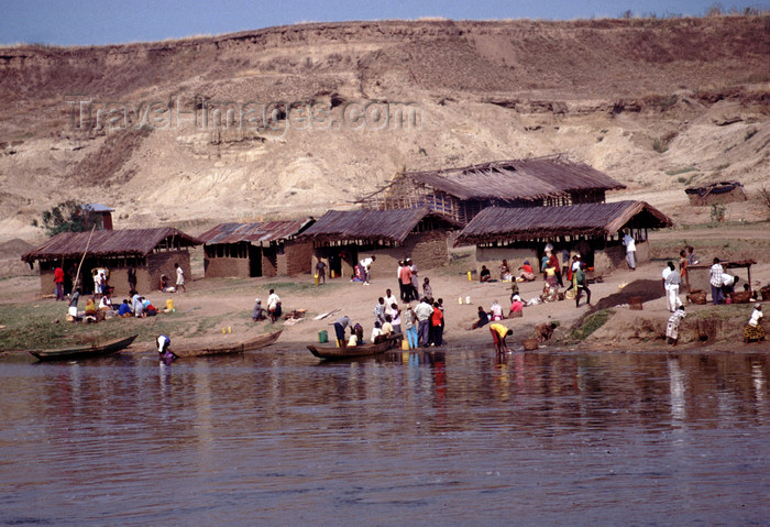 uganda45: Uganda - lake Katunguru - fishing village - photos of Africa by F.Rigaud - (c) Travel-Images.com - Stock Photography agency - Image Bank