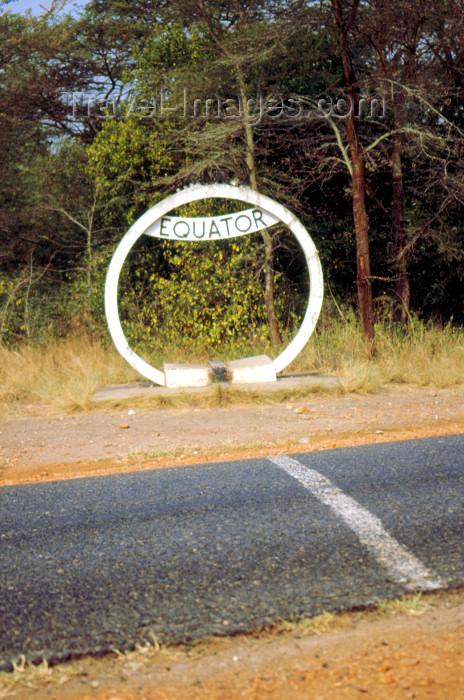 uganda47: Uganda - Uganda: crossing the Equator - road with line and Equator sign - Äquator, Llínea del Ecuador, Ekvator, Keheder, Línia equatorial, Rovník, Cyhydedd, Geografisk ækvator, Äquator, Ekvaator, Ecuador terrestre, Ekvatoro, Ekuatore, Équateur,Evener, Equ - (c) Travel-Images.com - Stock Photography agency - Image Bank