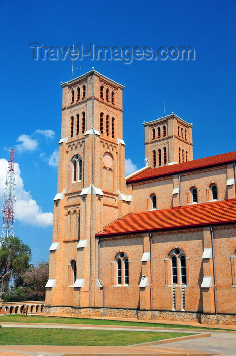 uganda91: Kampala, Uganda: side view of St. Mary's Catholic Cathedral, Rubaga Cathedral, Rubaga hill - Metropolitan Archdiocese of Kampala - photo by M.Torres - (c) Travel-Images.com - Stock Photography agency - Image Bank
