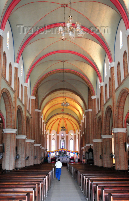 uganda99: Kampala, Uganda: St. Mary's Catholic Cathedral, Rubaga Cathedral, Rubaga hill - interior of the nave - pews and vaulted ceiling - Metropolitan Archdiocese of Kampala - photo by M.Torres - (c) Travel-Images.com - Stock Photography agency - Image Bank
