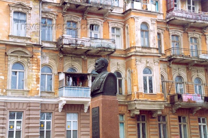 ukra13: Ukraine - Odessa / Odesa / ODS: bust of Marechal RK Malinovski and the faded grace of the façades on Priobrazhenskoy street (photo by Nacho Cabana) - (c) Travel-Images.com - Stock Photography agency - Image Bank