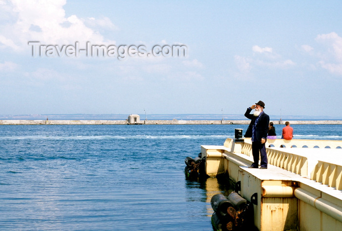 ukra36: Odessa, Ukraine: old bearded man looking at the Black Sea - pier at Odessa harbor - photo by K.Gapys - (c) Travel-Images.com - Stock Photography agency - Image Bank