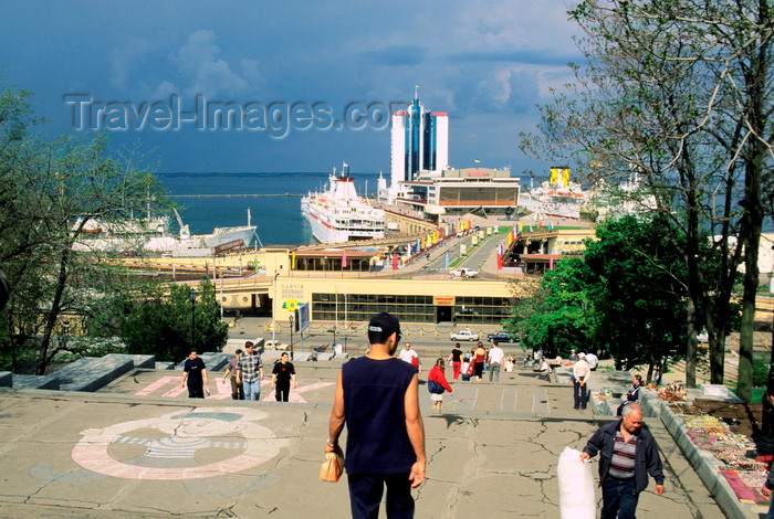 ukra79: Odessa, Ukraine: people at the top of the Potemkin stairs - view of several cruises ships in the port, the Maritime Station, Hotel Odessa and the Black Sea - photo by K.Gapys - (c) Travel-Images.com - Stock Photography agency - Image Bank