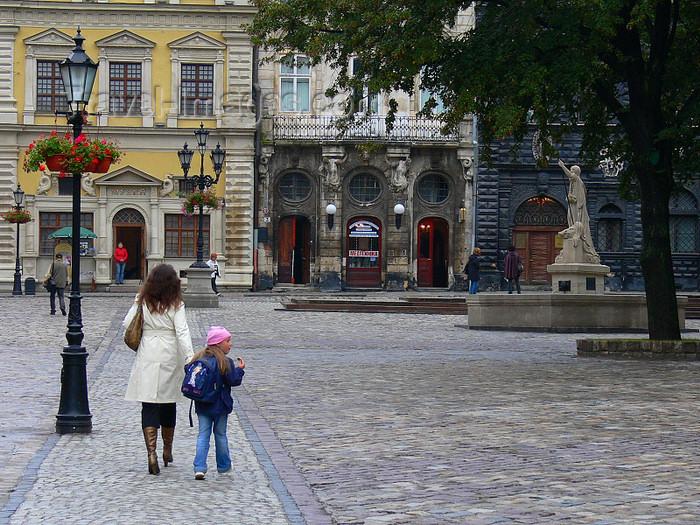 ukra86: Lviv / Lvov, Ukraine: Market Square - Ploshcha Rynok - photo by J.Kaman - (c) Travel-Images.com - Stock Photography agency - Image Bank