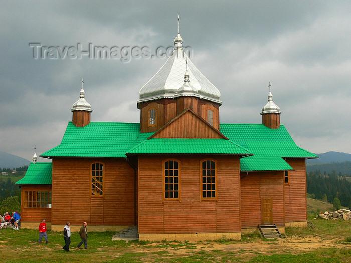 ukra94: Transcarpathia / Zakarpattya, Ukraine: countryside around Jablonica - wooden church - side view - photo by J.Kaman - (c) Travel-Images.com - Stock Photography agency - Image Bank