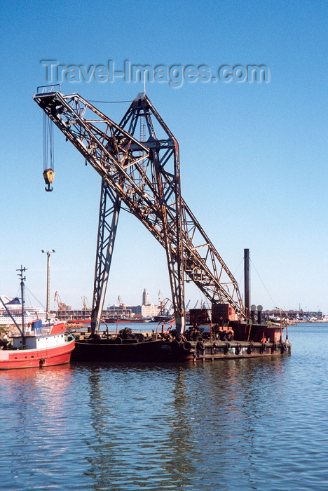 uruguay16: Uruguay - Montevideo: harbour - floating crane (photo by M.Torres) - (c) Travel-Images.com - Stock Photography agency - Image Bank