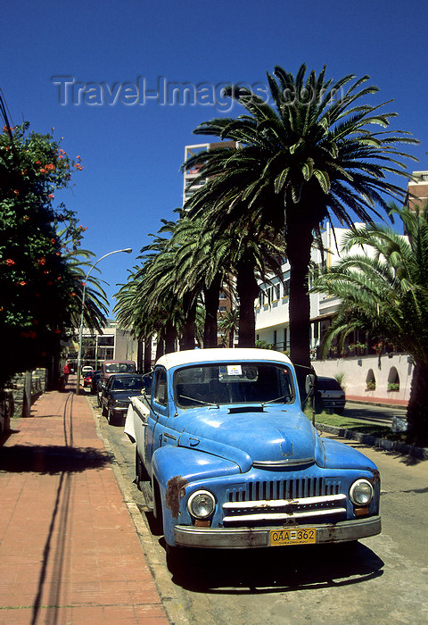 uruguay19: Punta del Este, Maldonado dept., Uruguay: an old pick-up truck on a palm tree lined street - photo by S.Dona' - (c) Travel-Images.com - Stock Photography agency - Image Bank