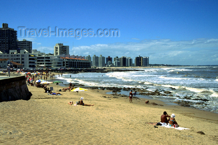 uruguay40: Punta del Este, Maldonado dept., Uruguay:  beach and hotels - photo by S.Dona' - (c) Travel-Images.com - Stock Photography agency - Image Bank