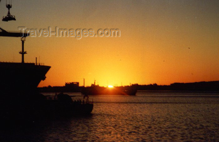 uruguay5: Uruguay - Montevideo: sunset in the harbour (photo by M.Torres) - (c) Travel-Images.com - Stock Photography agency - Image Bank